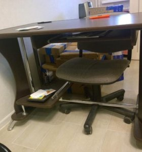 Мебель в офис -2 стола и шкаф