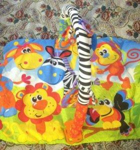 Напольный коврик, кроватка пеленальный столик