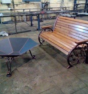 Кованная уличная скамья с костровым столом