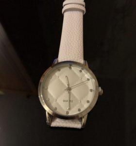 Часы новые Avon