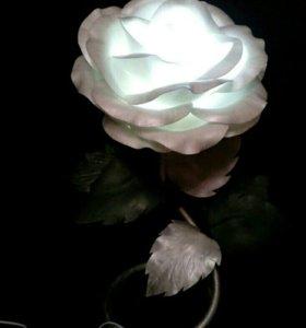 Розы- торшеры, анемоны.