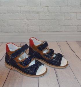 Новые сандалии кожа 27,28,29,30