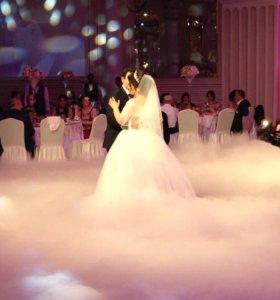 Тяжелый дым, снег, светомузыка, фонтаны, конфетти