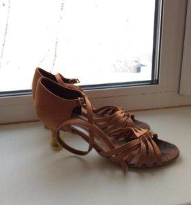 Туфли бальные девочка