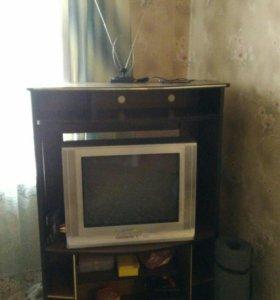 Телевизор с тумбой, приставка цифр