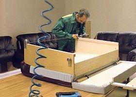Работник на изготовление диванов