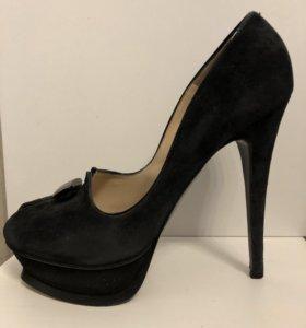 Туфли замшевые 38,5 nando muzi