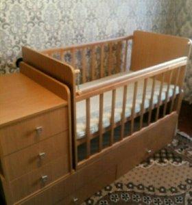 Кроватка детская,маятниковая.
