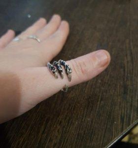 Продам серебряное кольцо 925 пробы
