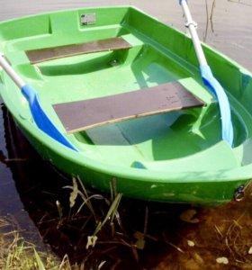 Лодка малютка для 2 взрослых.