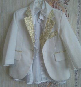 Пиджак,жилетка,рубашка,бабочка.