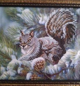 Картина Белка в зимнем лесу