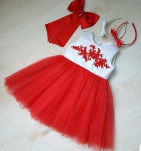 Платье красное с белым
