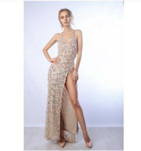 платье с разрезом на новый год паетки