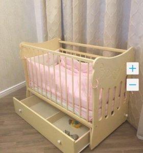 Кроватка с матрасом + комод с пеленальным столиком