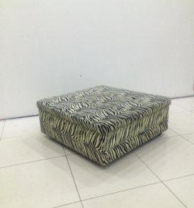 Пуфик- диван на колесиках.