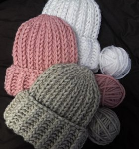 Вязанные шапочки oversize,ручная работа