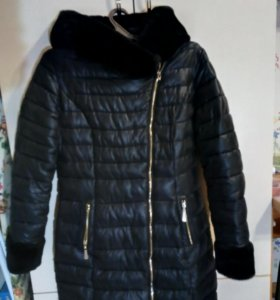 Зимняя куртка. Размер 44; длина 82 см; рукав 62