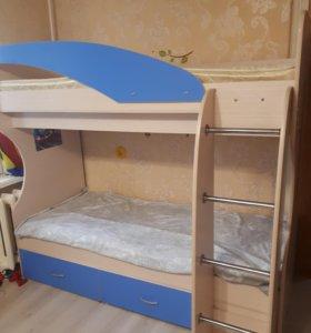 Двухъяросная кровать с матрасами