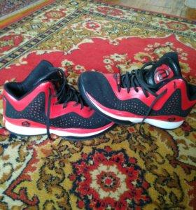 Баскетбольные кроссовки 41 размер.