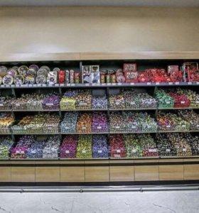 Продавец в магазин сладостей