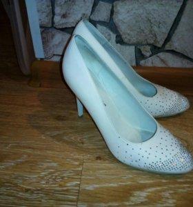 Женские туфли в отличном состоянии
