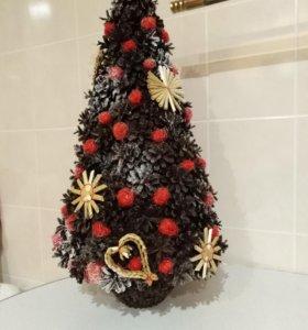 Декоративная елка из шишек, ручная работа.