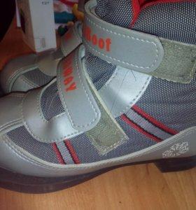 - Ботинки лыжные р. 31