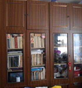 Посудный и книжный шкаф
