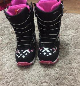 Сноубордные женские ботинки фирмы BURTON