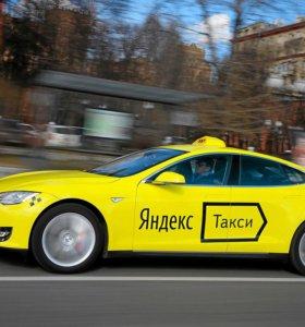Водитель в такси Я.такси