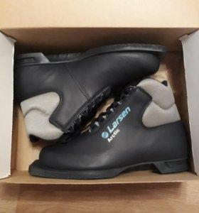 Новые лыжные ботинки.