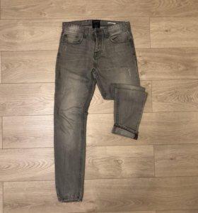 Серые джинсы Pull and Bear