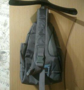 Портфель через плечо.
