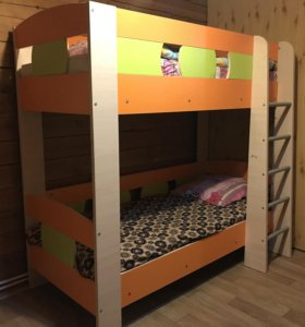 Двухъярусная детская кровать с матрасами