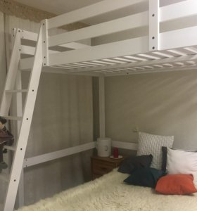 Кровать 2 спальная ,2 ярусная,дерево.
