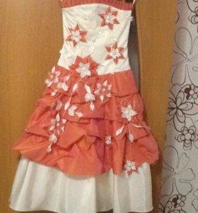 Платье бальное, диадема и перчатки в подарок.