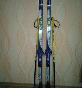 Лыжи 140 см, палки и ботинки