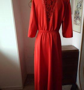 Шикарное красное платье.