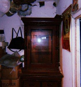 Старинный шкаф для посуды