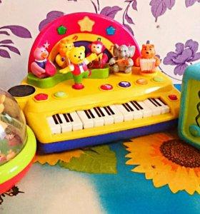 Развивающие фирменные музыкальные игрушки