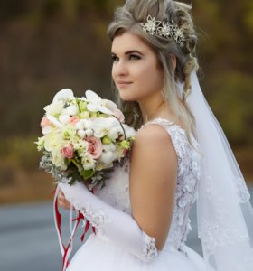Шикарное свадебное платье ослепительной красоты