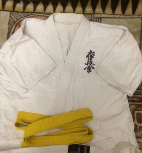 Кимоно для занятия каратэ,дзюдо