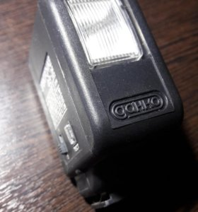 Фотовспышка на батарейках ААА