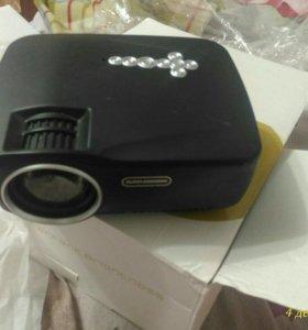 Продам мало б/у проектор GP70UP
