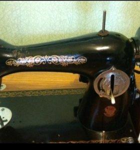 Швейная электро ножная машина