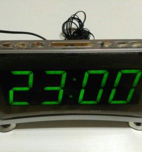 Электронные настольные часы с температурой800