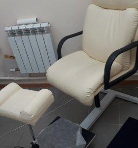 Срочная продажа!!! Кресло педикюрное с подставкой