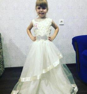 В наличии новые платья