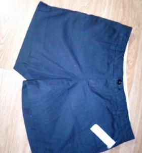 Новые шорты черного цвета с этикеткой